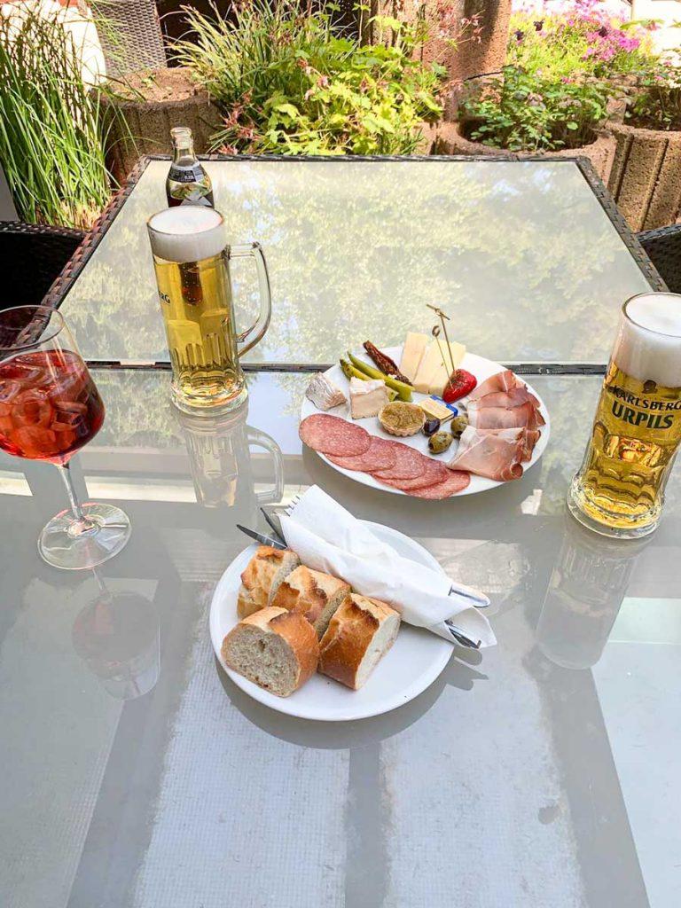 Bier_im_Grünen_Minigolf_Gelterswoog